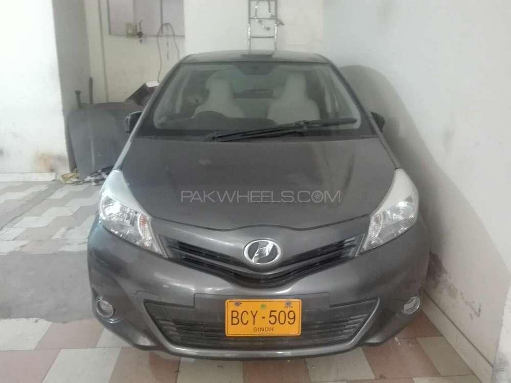 Toyota Vitz B 1.0 2011 Image-1