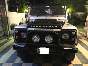 Slide_land-rover-defender-90-2015-17897553