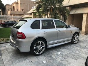 Slide_porsche-cayenne-base-model-2-2006-18146715