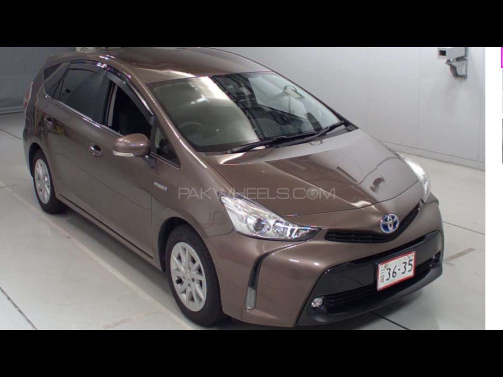 Toyota Prius Alpha G 2014 for sale in Islamabad | PakWheels