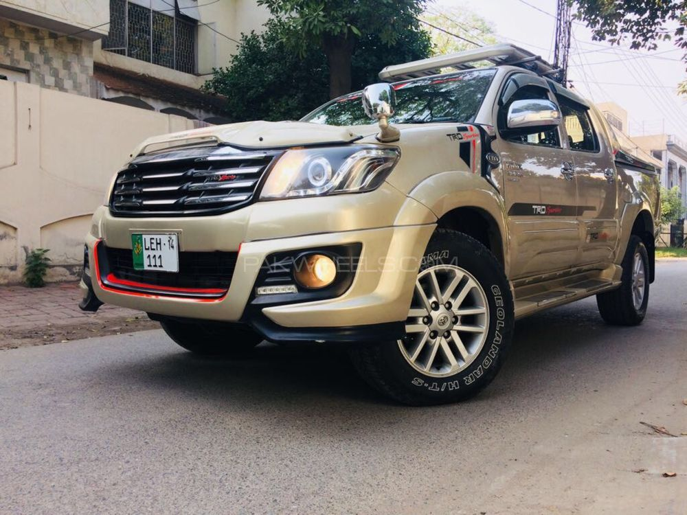 Toyota Hilux 4x4 Double Cab Standard 2014 Image-1