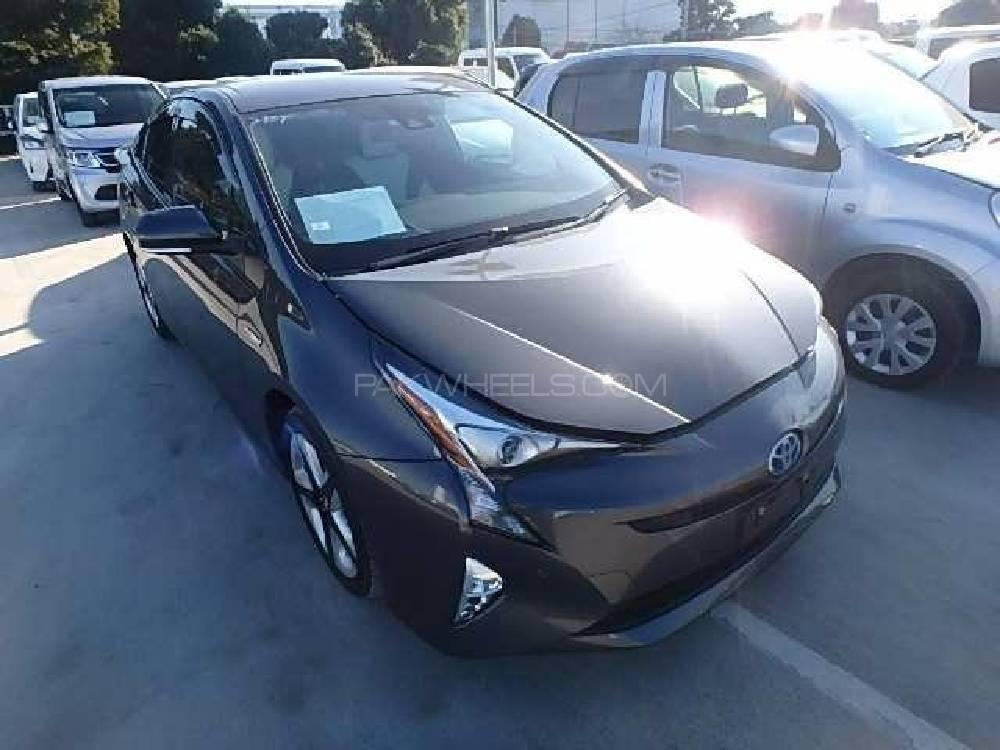 Toyota Prius 2015 Image-1