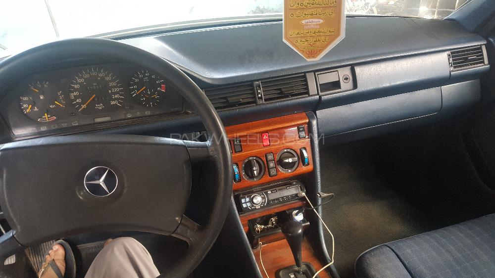 Mercedes Benz E Class 1986 Image-1
