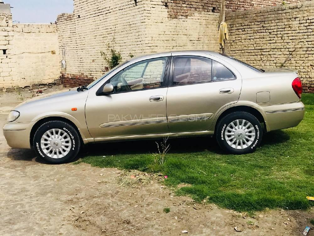 Nissan Sunny Super Saloon 1.6 2010 Image-1