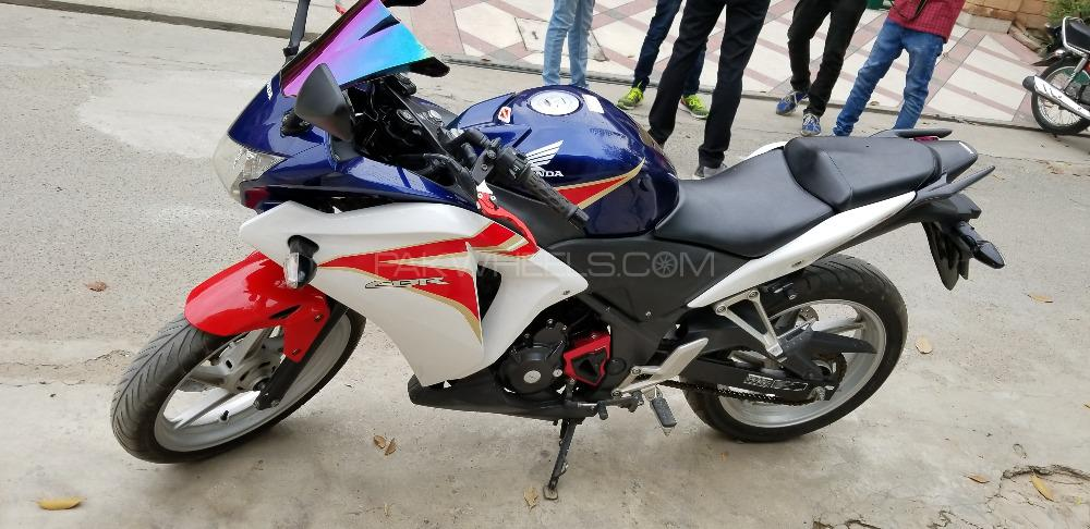 Honda CBR 400 2013 Image-1