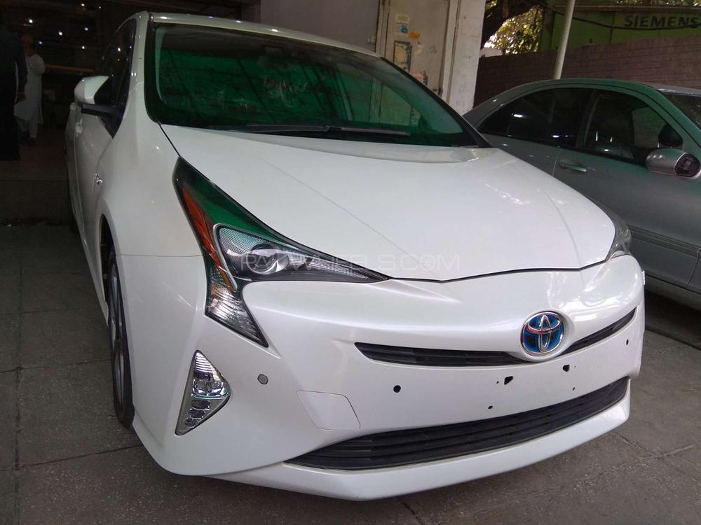 Toyota Prius E 2016 Image-1
