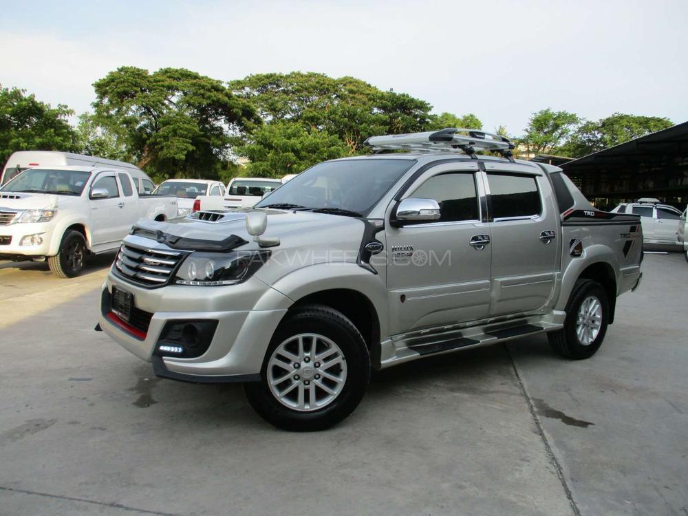 Toyota Hilux D-4D 2013 Image-1