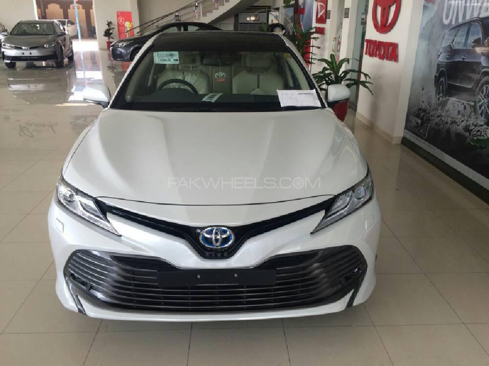 Toyota Camry Hybrid 2018 Image-1