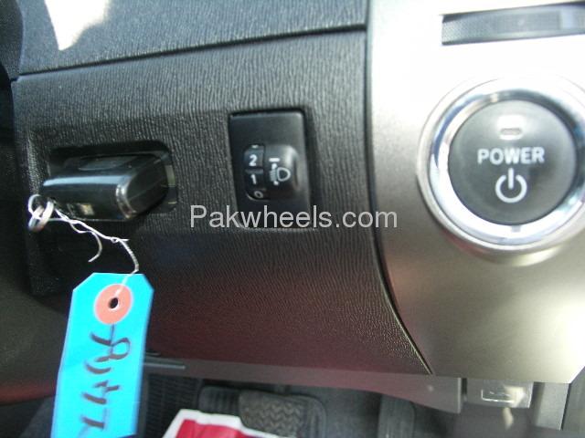Toyota Prius EX 1.5 2010 Image-9