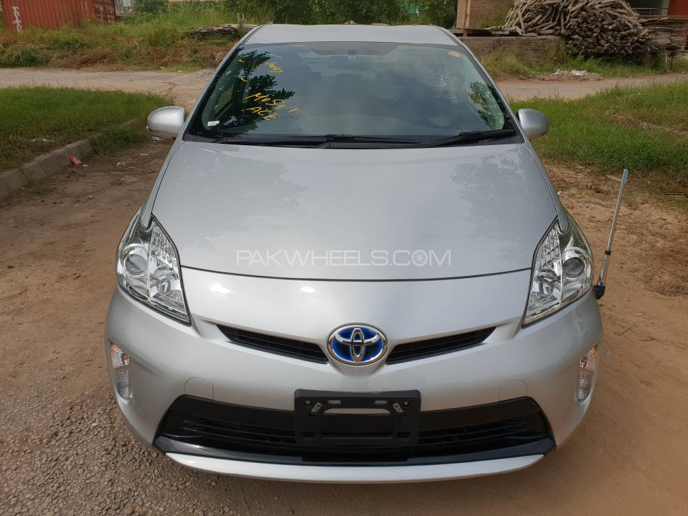 toyota prius l 1 8 2015 for sale in islamabad pakwheels. Black Bedroom Furniture Sets. Home Design Ideas