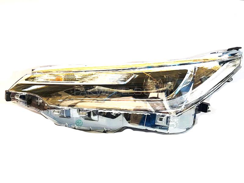 Toyota Genuine Head Lamp Left Side For Toyota Corolla 1.8 2018 in Karachi