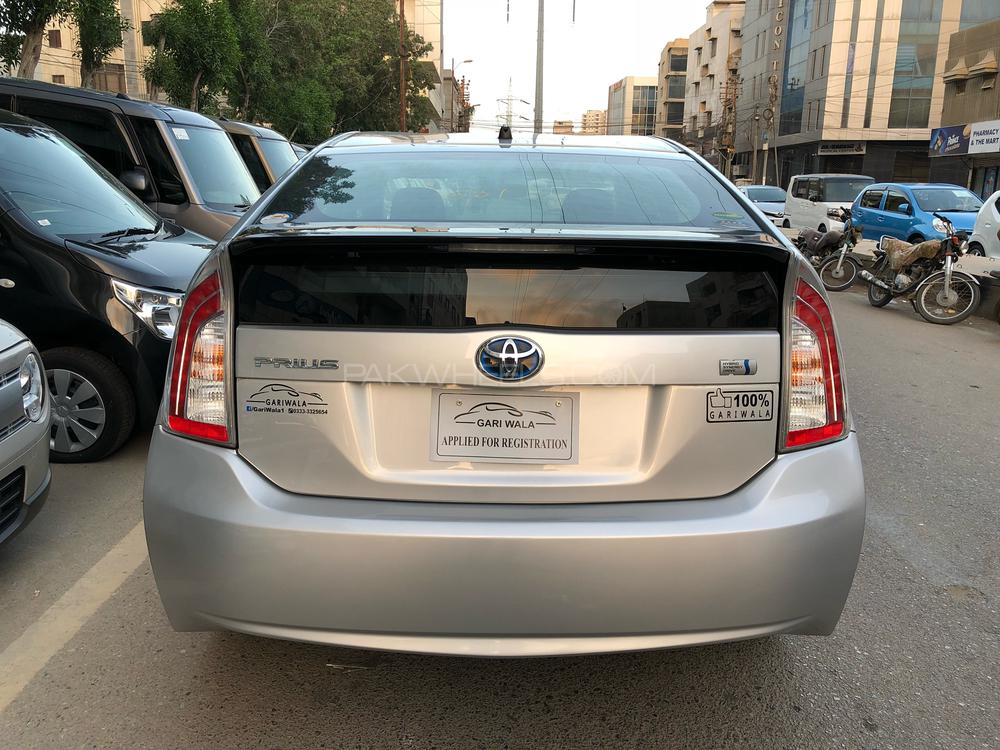 ®GARIWALA® Toyota Prius , Hybrid 1800 Cc Silver Metallic,  S- DLRS ( Day light Running LED) Package, Model 2015, Fresh Import/Cleared 2018, Original 4-Tender Auction Sheet/Grade (Verifiable), Original 54,000 K.M ( Verifiable ), Push Start, Climate Control, Retractable Mirrors,  Multi-Media steering, Multi-Driving Modes-ECO,EV,Sports, Fog lights HID lights, Day Light Running Lights, Original CD player
