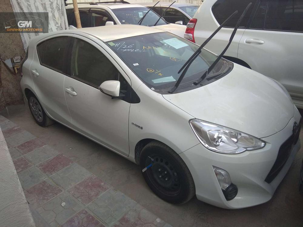 TOYOTA AQUA  MODEL 2015 PAKAGE S MILAGE 58000 COLOR WHITE BUMPER TO BUMPER ORIGINAL AUCTION SHEET AVAILABLE