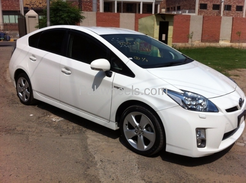 Toyota Prius G Touring Selection 1.8 2010 Image-3