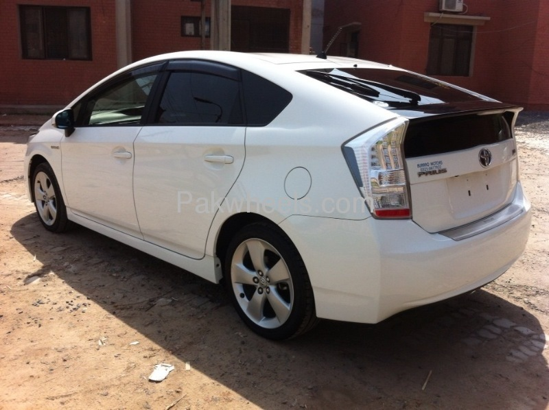 Toyota Prius G Touring Selection 1.8 2010 Image-4