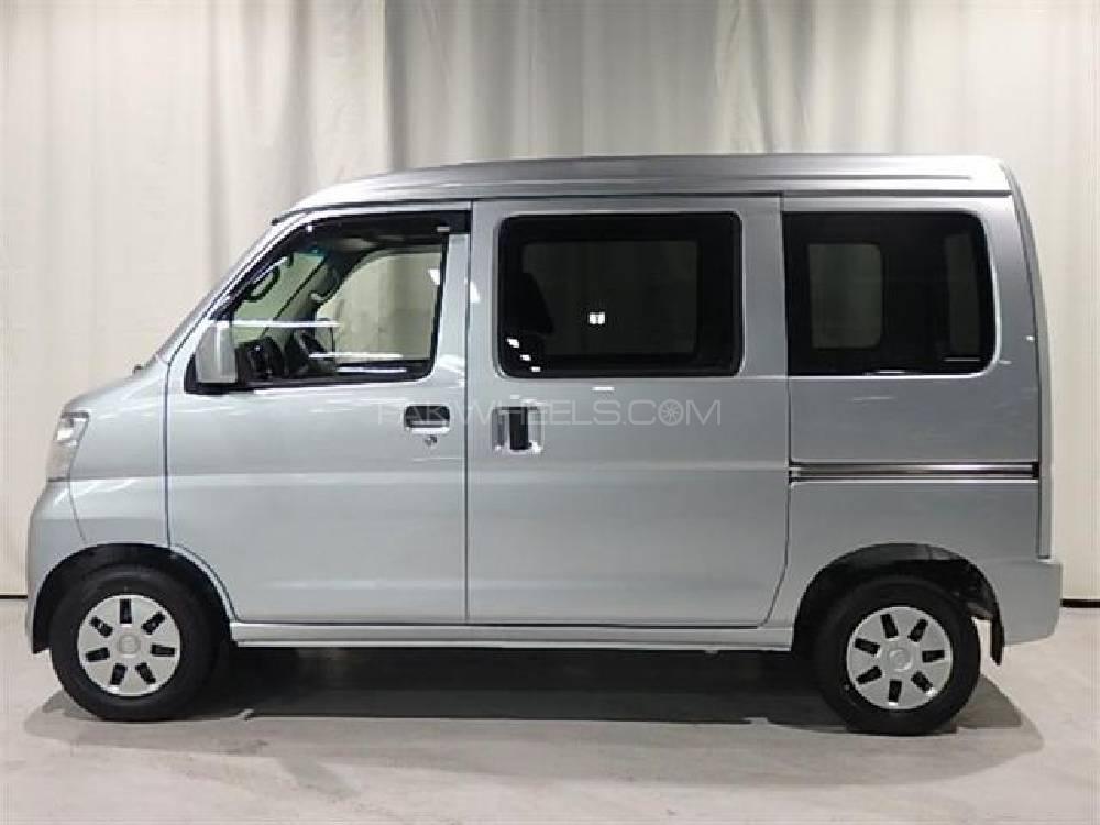 Toyota Pixis Space 2014 Image-1