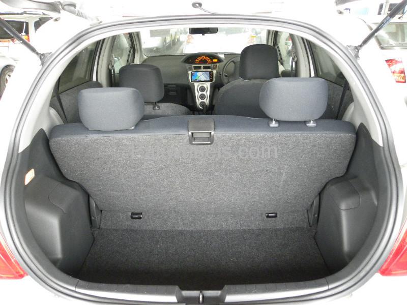 Toyota Vitz F 1.0 2010 Image-6