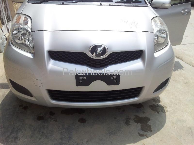 Toyota Vitz FL 1.0 2013 Image-4