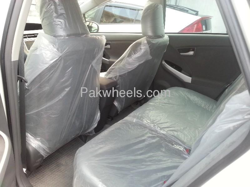 Toyota Prius G Touring Selection 1.8 2010 Image-8