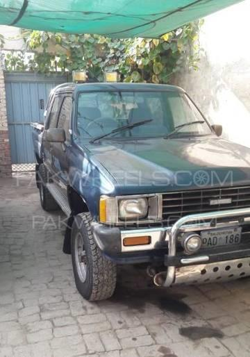 Toyota Hilux 4x4 Double Cab Standard 1986 Image-1