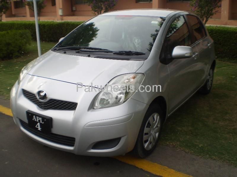 Toyota Vitz FL 1.0 2009 Image-1