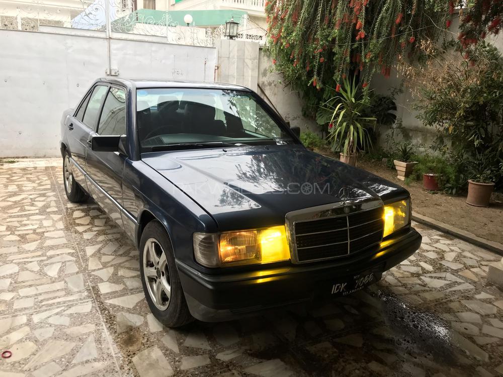 Mercedes Benz E Class E190 1991 Image-1