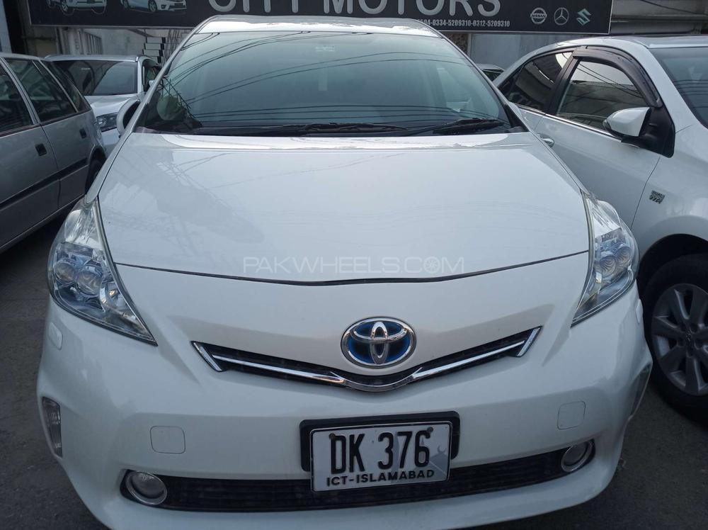 Toyota Prius Alpha G 2011 Image-1