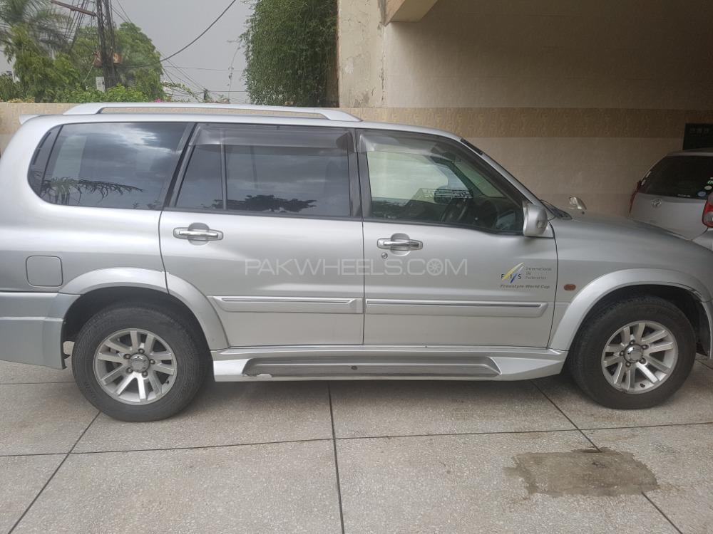Suzuki Escudo 2005 Image-1