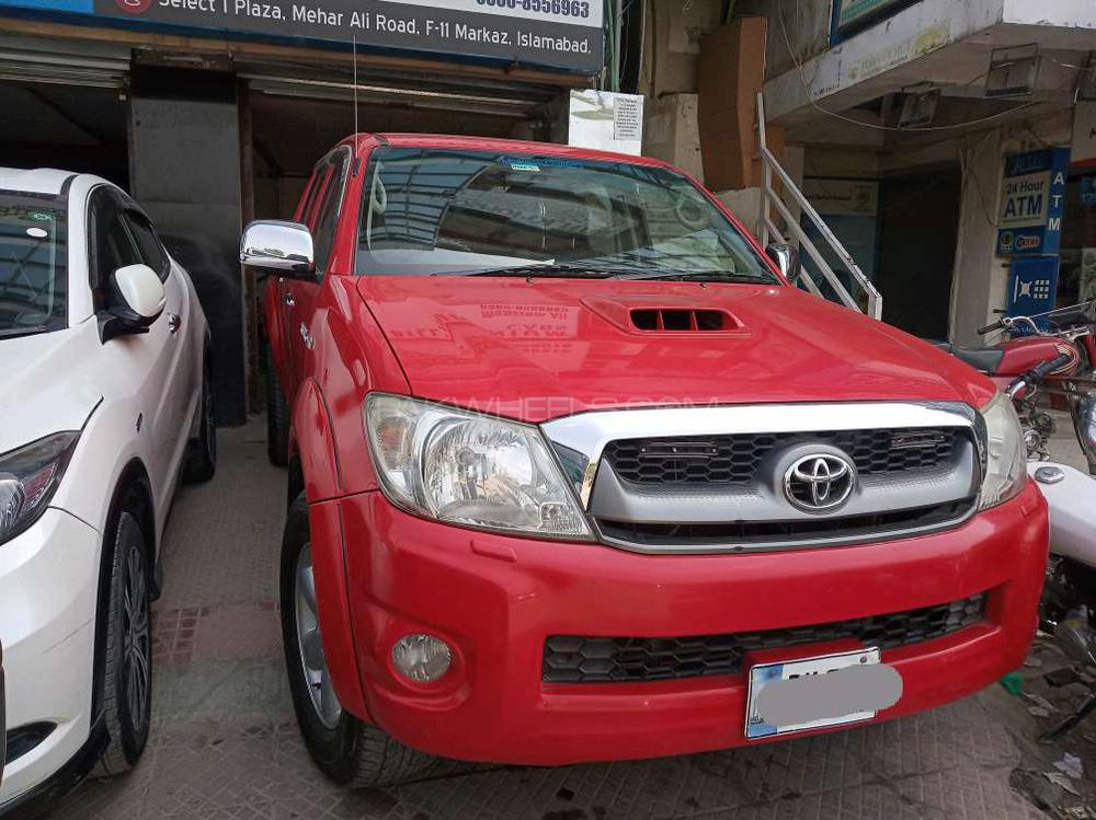 Toyota Hilux Invincible 2011 Image-1