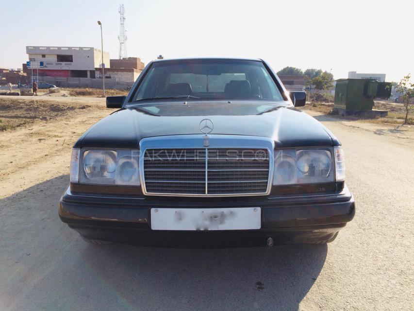 Mercedes Benz 250 D 1990 Image-1