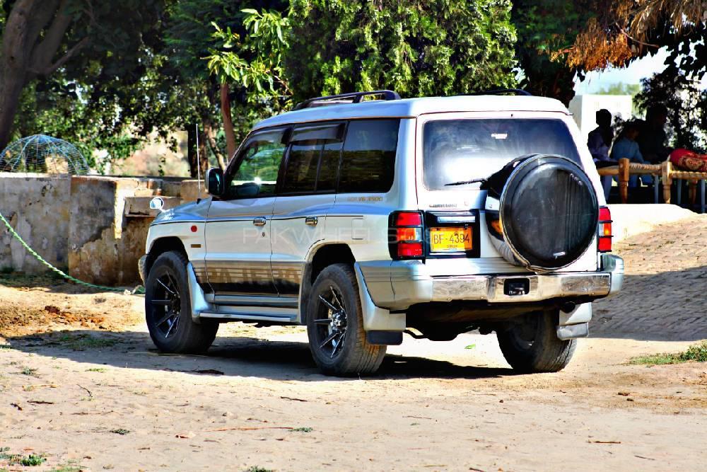 Mitsubishi Pajero Exceed 3.5 1999 Image-1