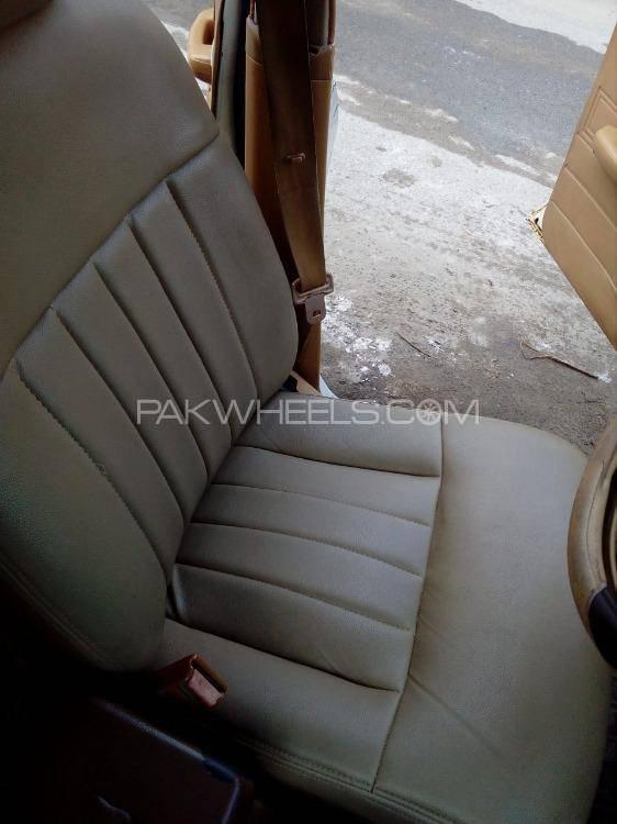 Toyota Corona EX Saloon 1982 Image-1