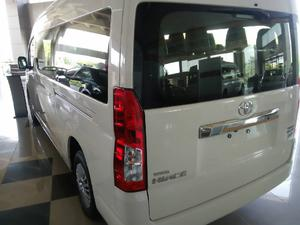 Toyota Hiace 6th Gen Price, Specs and Pictures in Pakistan