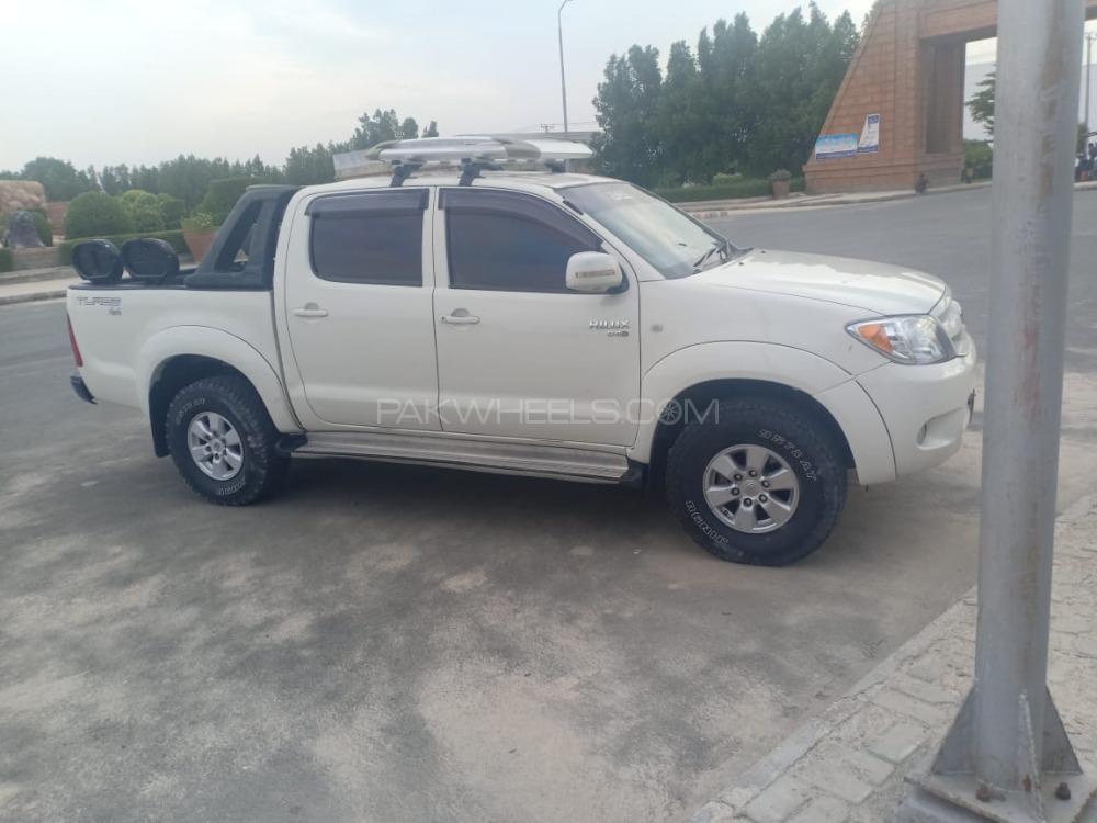 Toyota Hilux Vigo Champ V 2011 Image-1