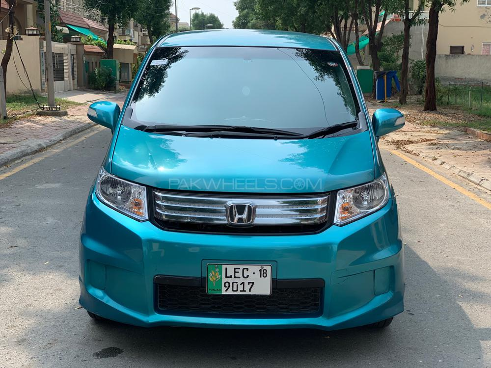 Honda Freed Hybrid 2012 Image-1