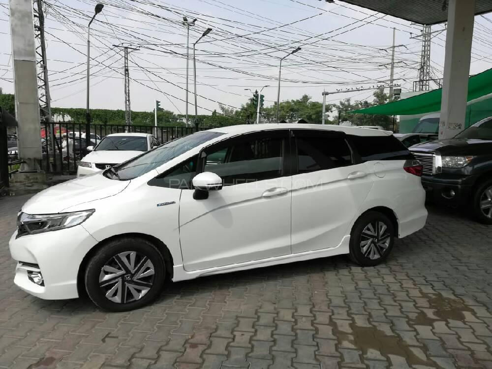Honda Fit Shuttle Hybrid 2017 Image-1