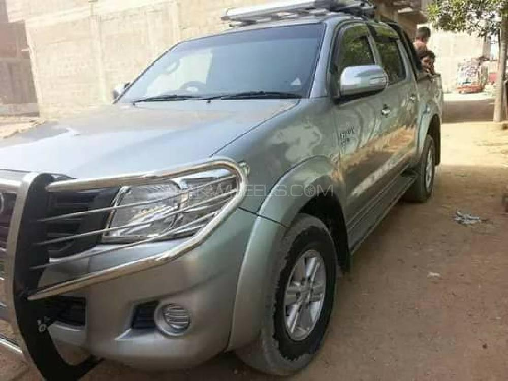 Toyota Hilux 4x4 Double Cab Standard 2013 Image-1