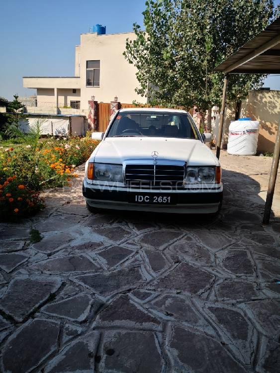 Mercedes Benz E Class E240 1988 Image-1