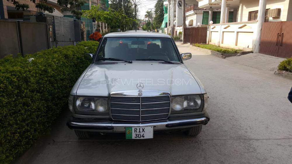 Mercedes Benz 200 D - 1985  Image-1