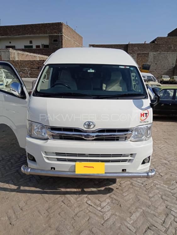 Toyota Hiace Grand Cabin 2013 Image-1