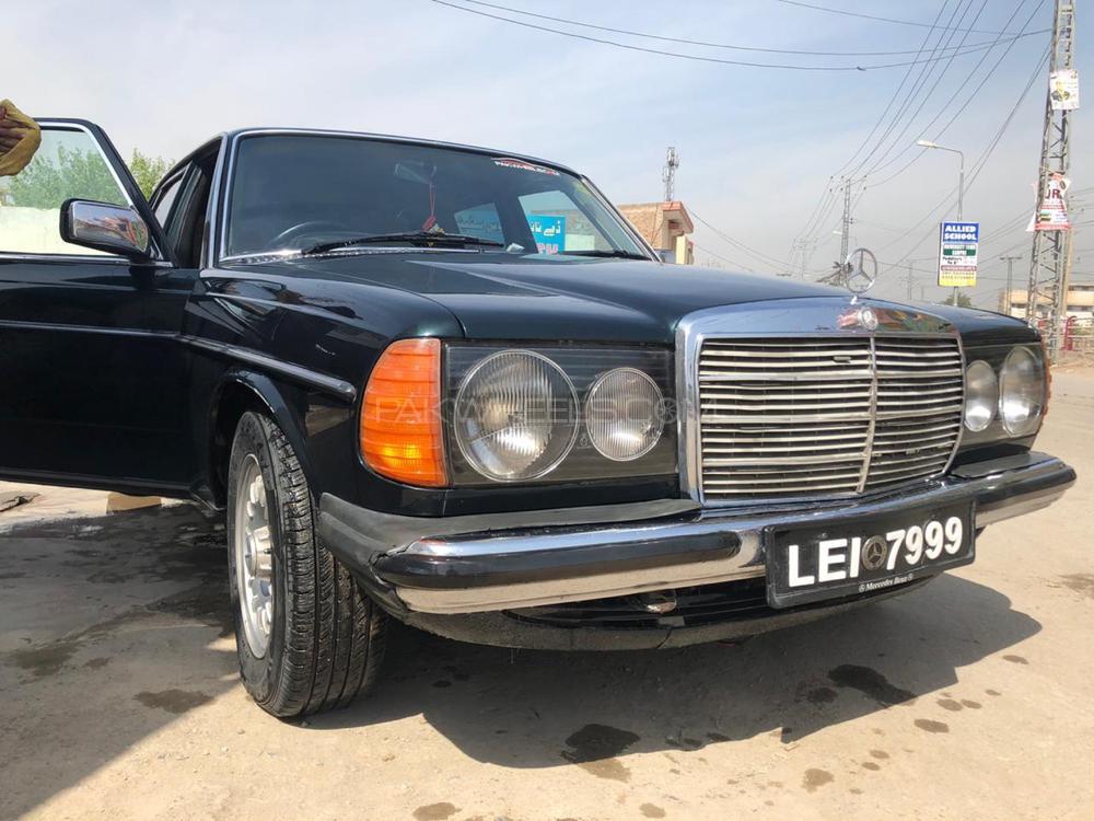 Mercedes Benz 250 D 1982 Image-1