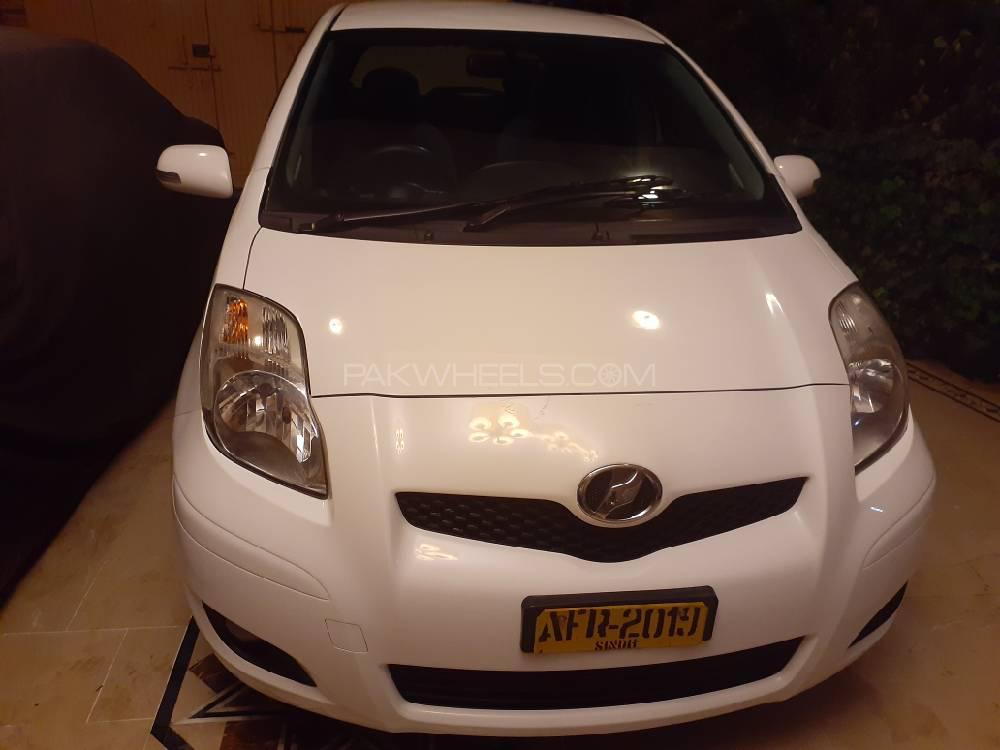 Toyota Vitz F 1.3 2010 Image-1
