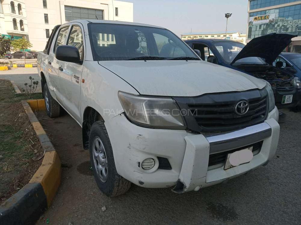 Toyota Hilux Vigo Champ V 2012 Image-1