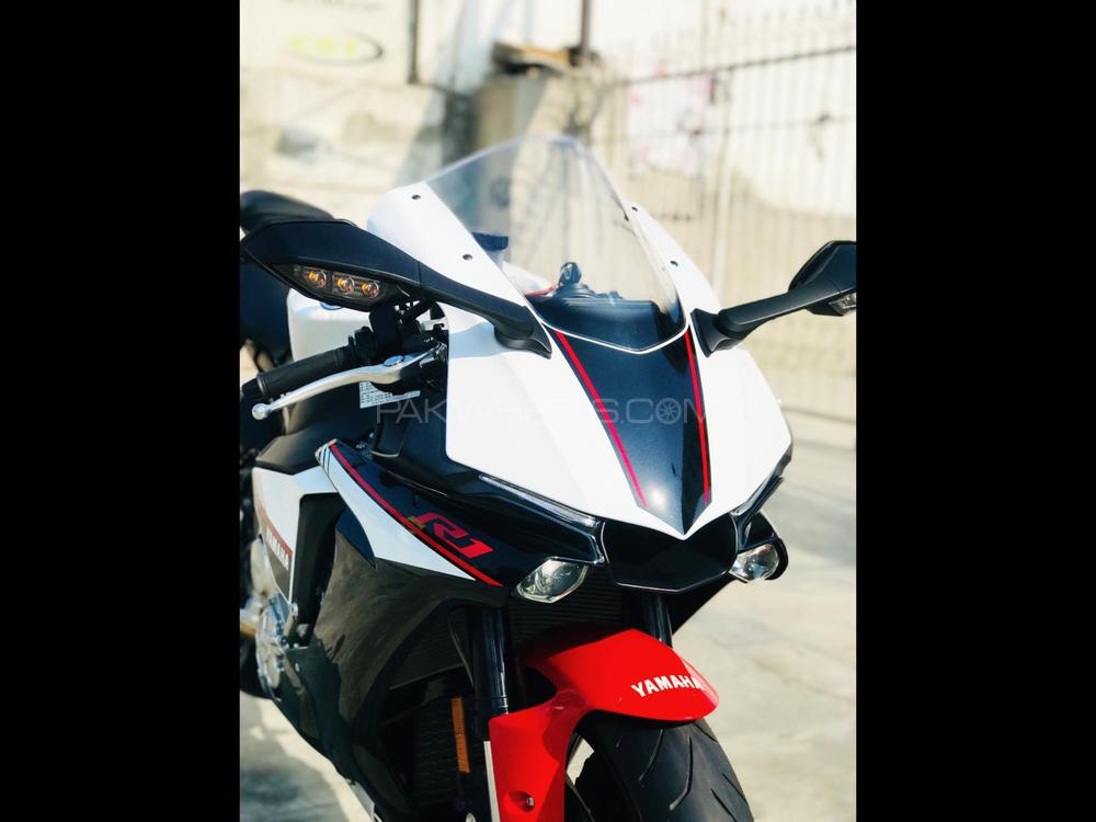 Yamaha YZF-R1 2016 Image-1