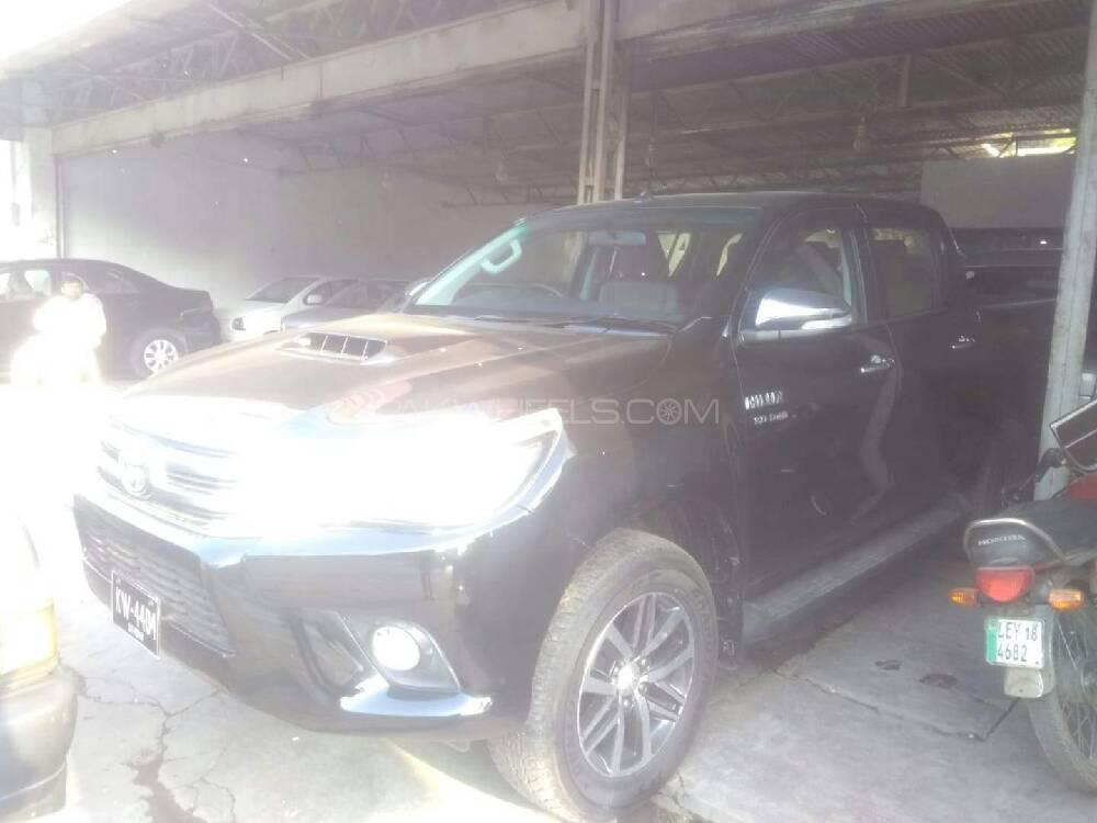 Toyota Hilux Revo V Automatic 3.0  2018 Image-1
