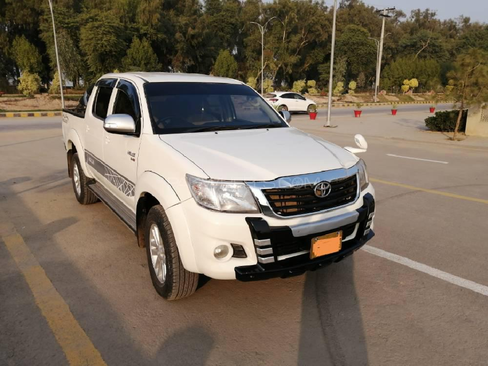 Toyota Hilux 2012 Image-1