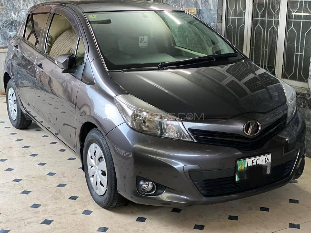 Toyota Vitz F Limited II 1.0 2012 Image-1