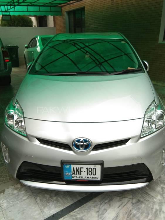 Toyota Prius S 1.8 2015 Image-1