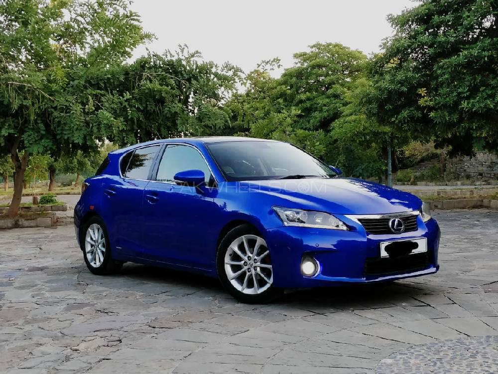 Lexus CT200h - 2013 Blue Bird  luxes ct200f Image-1