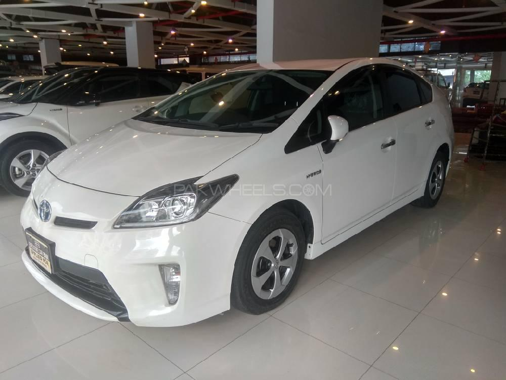 Toyota Prius S   Model 2015 Grade RA (Verifiable Auction Sheet & Japan Pictures Available) Mileage 85,000 KM  100% original. Never been into any accident. Just like a Zero Meter car. Alloy Rims .   Call/SMS only during office hours please